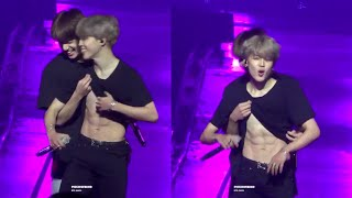 181003 Jungkook showing Jimin's abs AGAIN @ Love Yourself Tour in Chicago