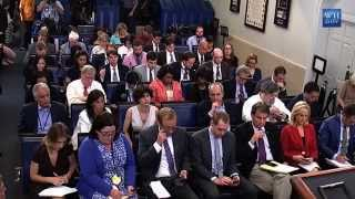 Reporters Grill Josh Earnest on White House Evacuation