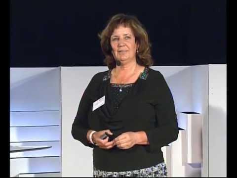 Stavět nebo bořit, rozdělovat nebo spojovat?: Drahomíra Miklošová at TEDxPrague 2013