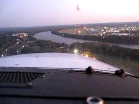 Cessna 172 Landing KHFD (Hardford Brainard Airport CT)