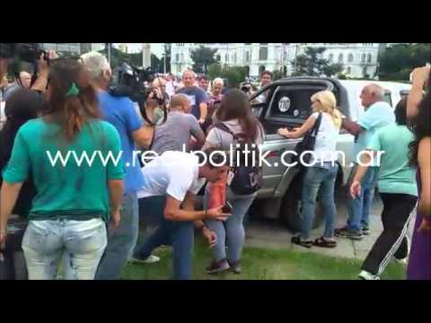 ÚLTIMO MOMENTO: Gases y balas de goma en la municipalidad