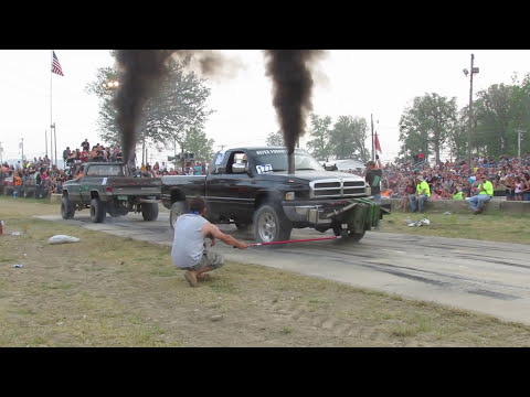 Chevy Vs Dodge Tug Of War At Wapak Tug Fest