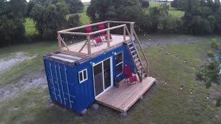 Отличный маленький домик из морского контейнера
