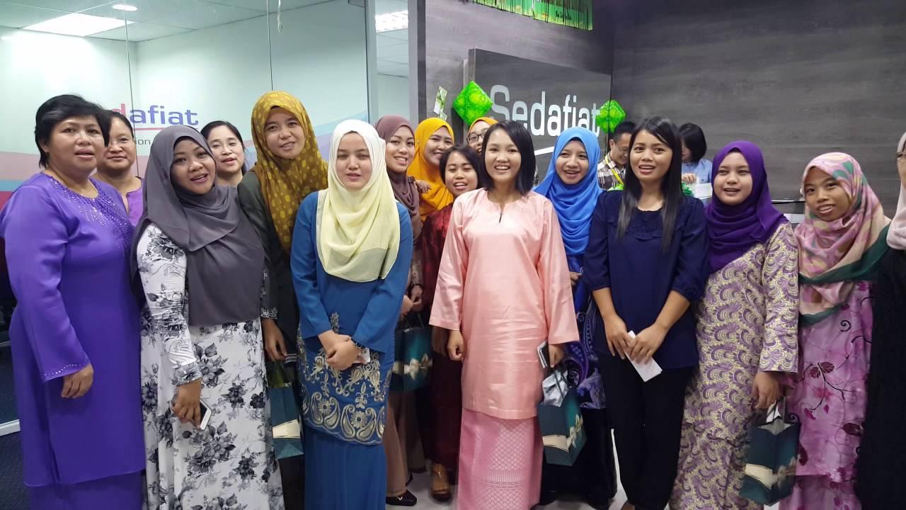Penyerahan Duit & Kuih Raya Oleh Datuk CEO Untuk Semua