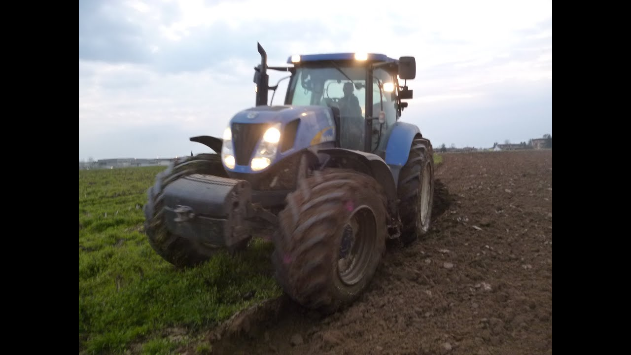New Holland T Plowing Aratura