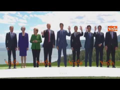 G7, il premier Conte nella foto di gruppo con i leader