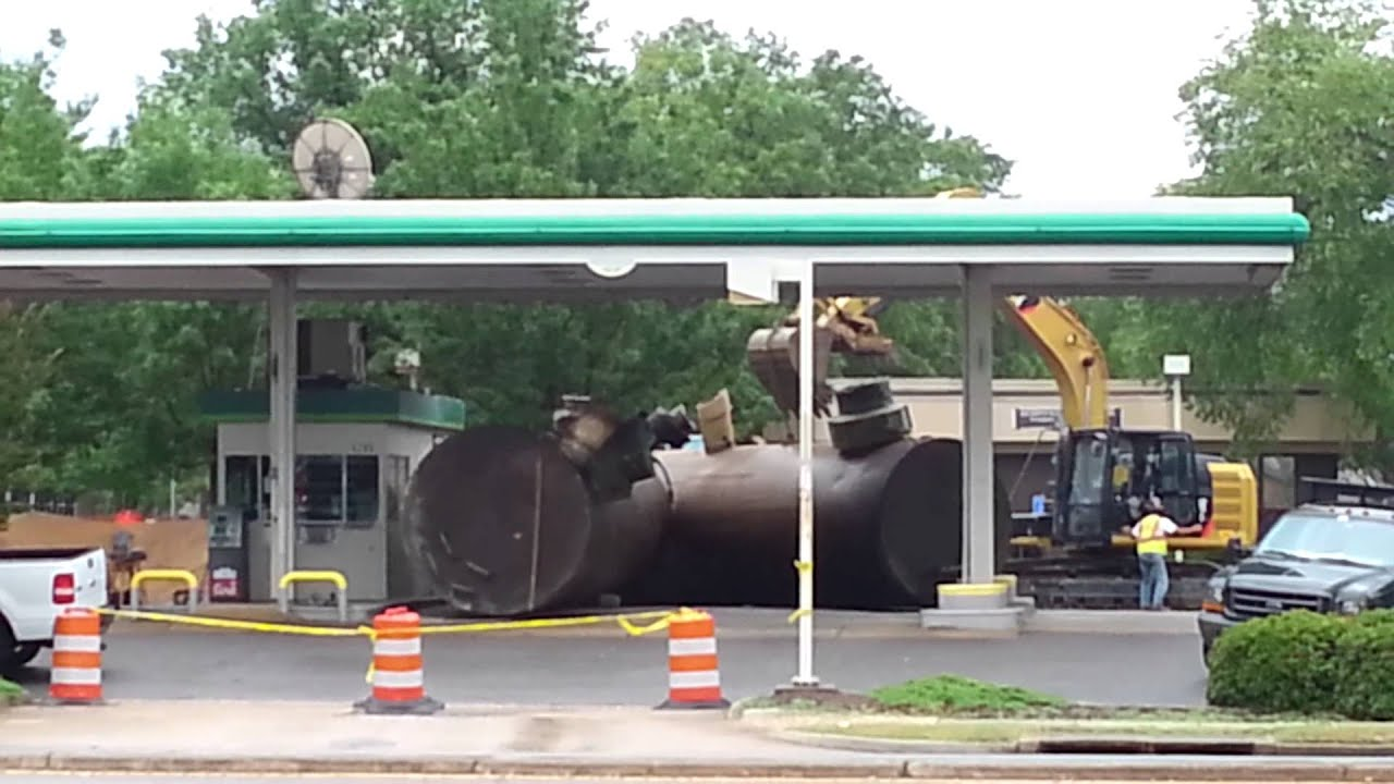 BYE BYE BP - Gas Station Closed Down Removing The ...