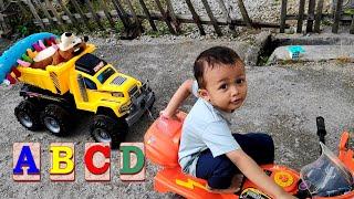 Bermain dan Bernyanyi Lagu ABC Bahasa Indonesia - Anak Pintar Belajar Huruf Alfabet