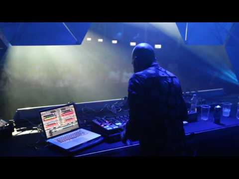 Guy Mantzur closing set @ Akv�...