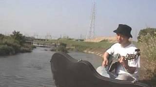 河川敷にきたので、丁度この曲のコード譜があったので弾いてみました。 ...
