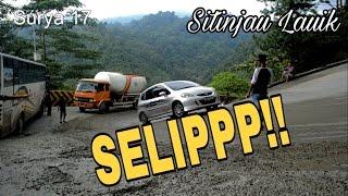 Jalan Licin Bikin Mobil Slip di Sitinjau Lauik