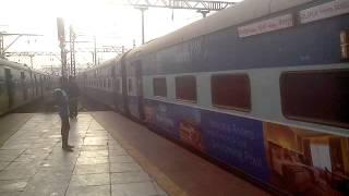 12116 SOLAPUR - MUMBAI CST SIDDHESHWAR EXPRESS ARRIVING THANE
