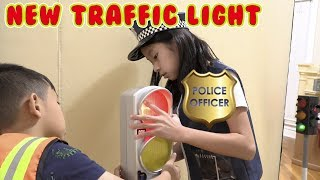 Pretend Play Police New Traffic Signal with Bigger Red Light