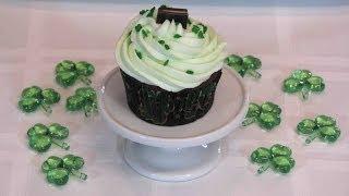 Minty Chocolate Cupcakes -- Lynn&#39s Recipes St. Patrick&#39s Day