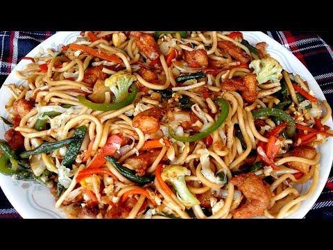 Bangladeshi Chinese Chicken Chow Mein Noodles Recipe/Noodles Ranna Recipe/চাইনিজ চিকেন নুডুলস রান্না