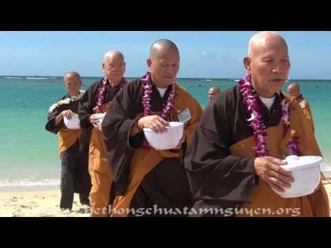 "TTT THÔNG LAI   Honolulu, HI ""Lễ Khất Thực tại Ala Moana Beach Park Oahu Waikiki"" Oct 23, 2016"