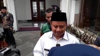 Wakil Gubernur Jabar Uu Ruzhanul Ulum Serahkan Surat Penunjukan Eka Jadi  Bupati Bekasi ... cf7a702618