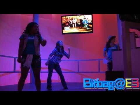 Kristen plays Dance Central E3 2010