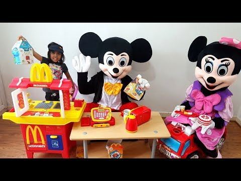 Minnie Mouse Going to McDonald's Drive Thru Pretend Play Little Girl and Mickey   Squishy Toys