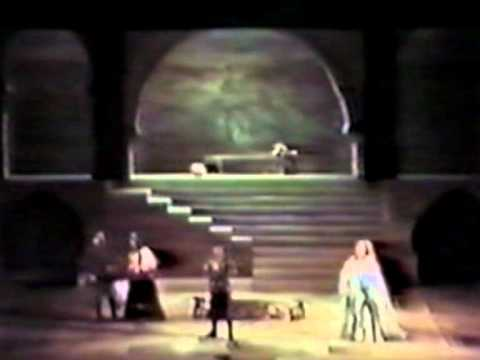 Joan Sutherland sings 'Se inconscia...''  from Otello live in Sydney