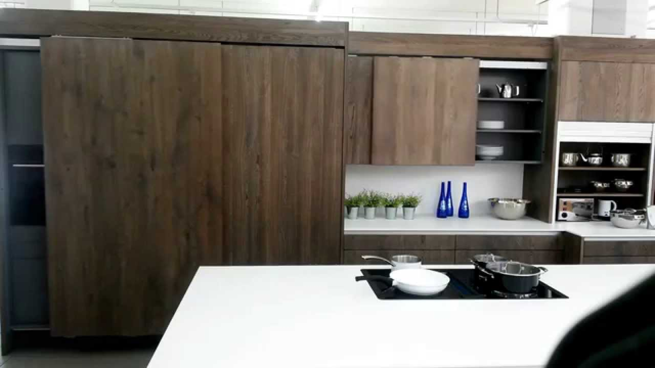 Küchenschrank mit elektrisch angetriebenen Schiebetüren - YouTube