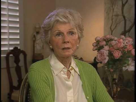 """Barbara Billingsley on """"June Cleaver's"""" wardrobe and pearls - EMMYTVLEGENDS.ORG"""
