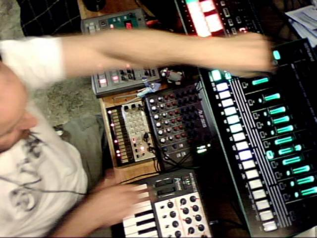 BGR - Sunday Jam Session (Part 2) Techno/Acid/House/Prog Roland Korg Aira Arturia