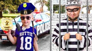 Ястася играет в полицейского и ловит воришку нарушителя