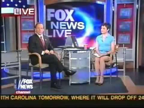 Fox News Reporter Uncrossed Legs Wow - YouTube