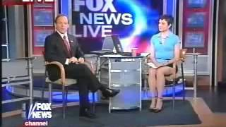 Fox News Reporter  Uncrossed Legs WOW!