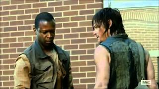 Daryl trying to eat someone (the walking dead season 4)