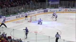 Владимир Тарасенко порвал сетку своим броском(, 2012-11-01T18:06:19.000Z)