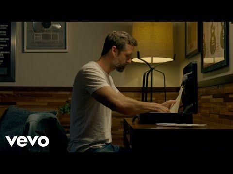 Смотреть клип Walker Hayes Feat. Lori Mckenna - Briefcase