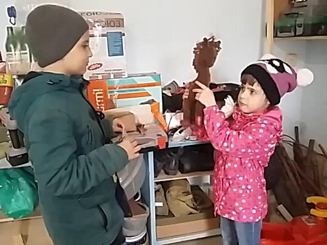 Изображение предпросмотра прочтения – «Детский сад» представляет видеоролик кпроизведению «Кузнец» С.Я.Маршака
