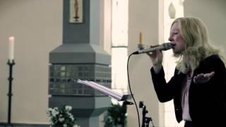 """Hochzeitslied """"Ja"""" (Silbermond Coverversion) in der Kirche gesungen von Sängerin Annett"""