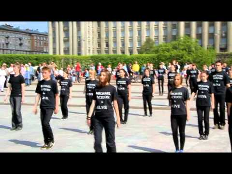 Видео: Флешмоб на пл. у м.Московская 20.05.2012 Майкл Джексон