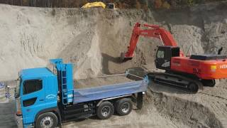 HITACHI ZAXIS Loading the dump truck a working car heavy vehicle 日立 ザクシス 350h 積み込み はたらく車 大町市
