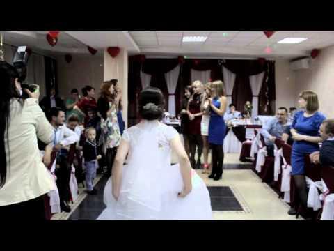 Невесту имеют на свадьбе онлайн