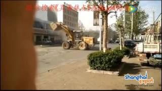 """6 xe ủi đất """"đánh nhau"""" giữa đường"""