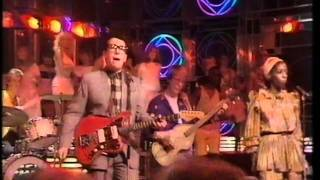 Elvis Costello - Every Day I write The Book. Top Of The Pops 1983