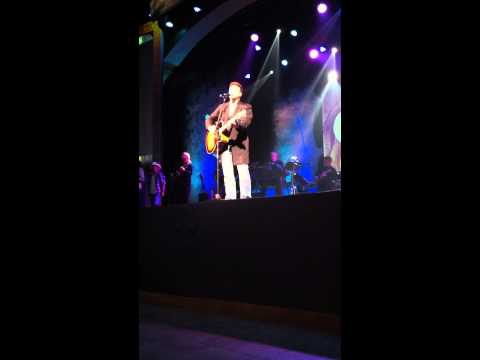 Tim Rushlow performs God Blessed Texas @Dollywood