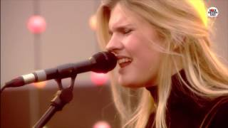 Rode Neuzen Dag: Emma Bale - Human (live bij Q)