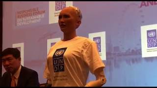 Gambar cover Sophia the robot answering questions at the Responsible Business Forum