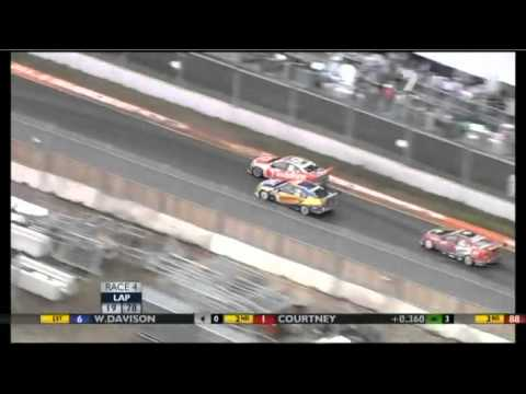 V8 2011 Adelaide Race 4 Highlights