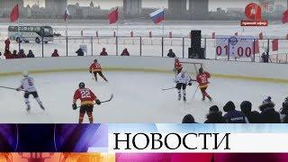 Одни ворота в России, другие - в Китае: хоккейный матч на границе, которая проходит по Амуру.