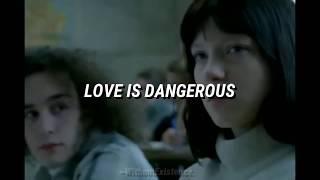 Blink-182 - Love Is Dangerous / Subtitulado