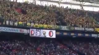 Фаны Ден Хаага забросали детей игрушками во время матча