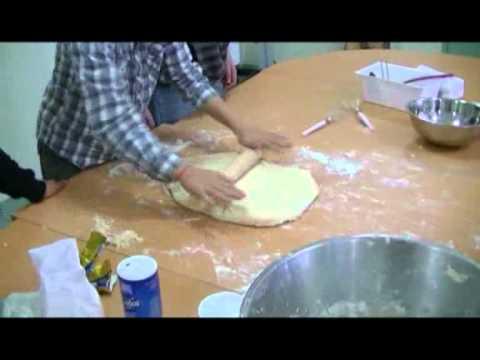 Nos premiers pains au chocolat à l'Espace-Jeunes...................