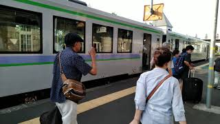 JR北海道 富良野線の美瑛駅へ北美瑛駅から電車が到着