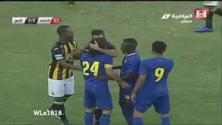 بالفيديو .. كهربا يفض اشتباكات عنيفة بين لاعبي اتحاد جدة والنصر
